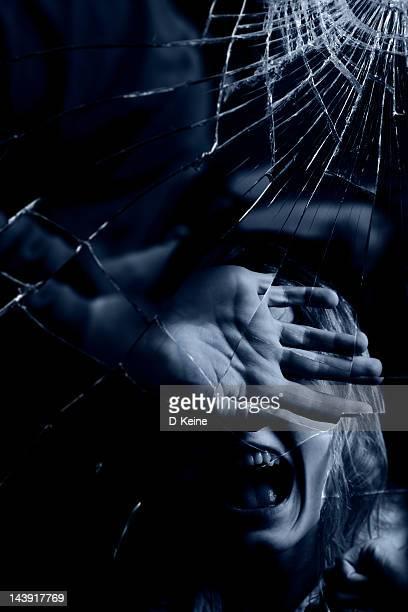 Specchio rotto foto e immagini stock getty images - Specchio rotto sfortuna ...