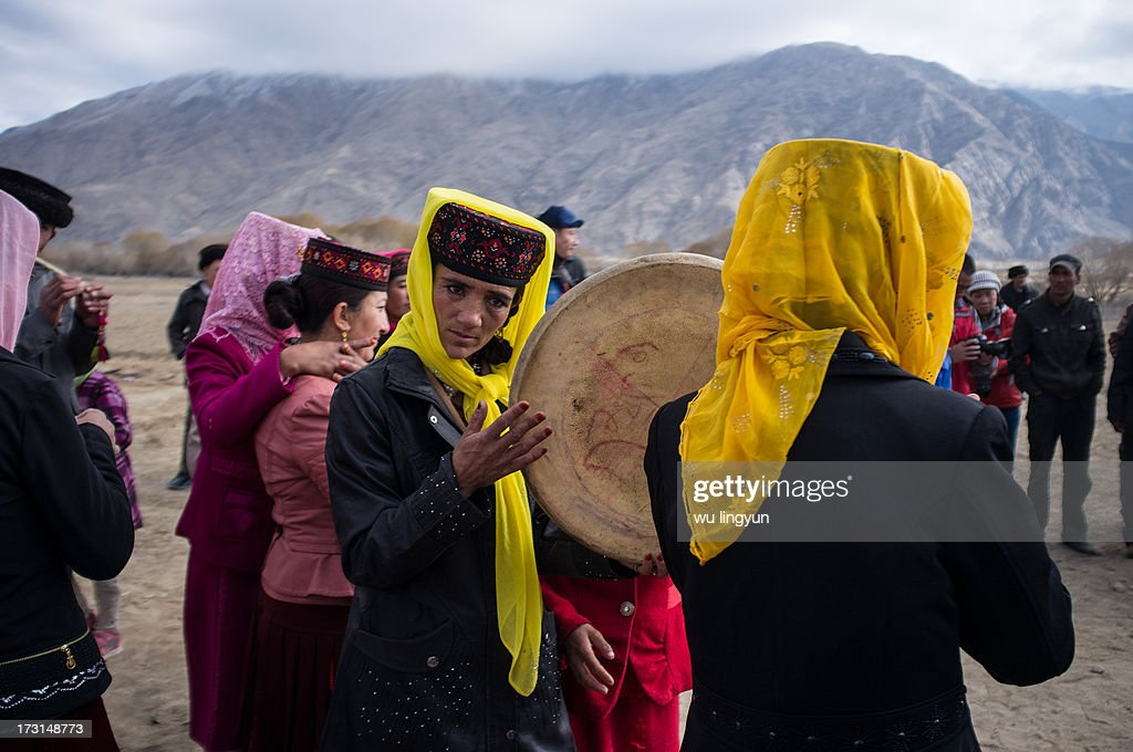CONTENT] woman playing the tabour on Tajiks' wedding in Tashkurghansouth of Xinjiang