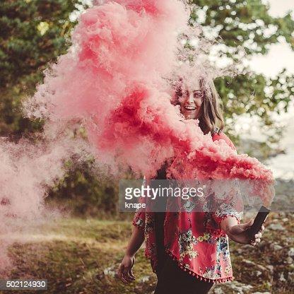 Retrato de mujer de humo roja
