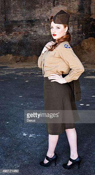Frau posieren im Zweiten Weltkrieg Krankenschwester Uniform