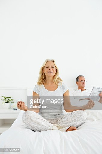 yoga couple stock fotos und bilder getty images. Black Bedroom Furniture Sets. Home Design Ideas