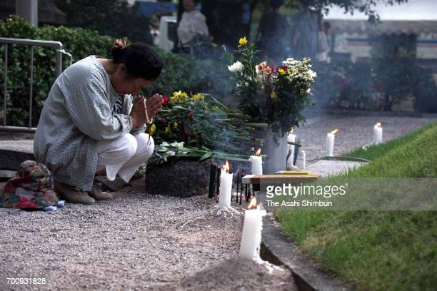 A woman prays for the victim on the 50th anniversary of the atomic bomb dropped at Hiroshima Peace Memorial Park on August 6 1995 in Hiroshima Japan