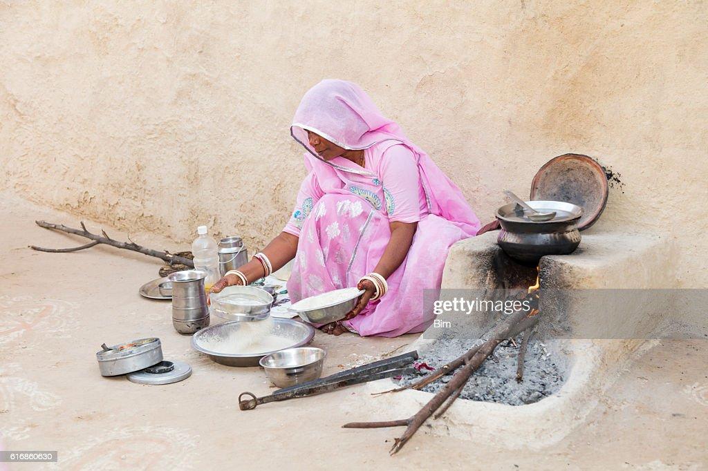 Woman preparing the pies chapati, Rajasthan, India : Stock Photo