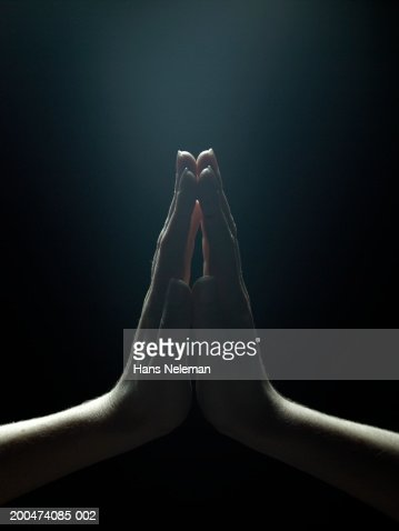 Woman pressing palms together, close-up : Foto de stock
