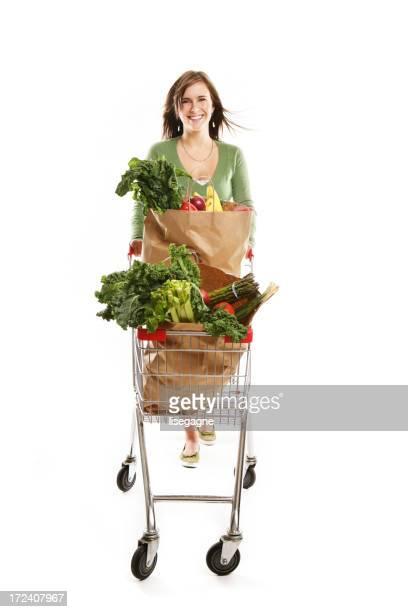Frau Schieben eine Einkaufswagen