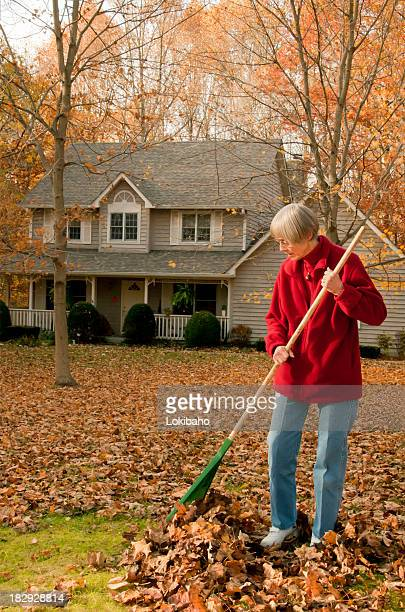Femme cumuler front yard