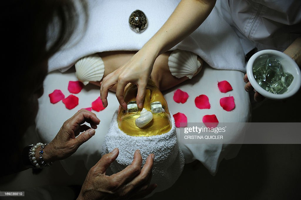 A woman receives a beauty treatment at the 'Carmen Navarro' luxury beauty center in Sevilla, on May 20, 2013.