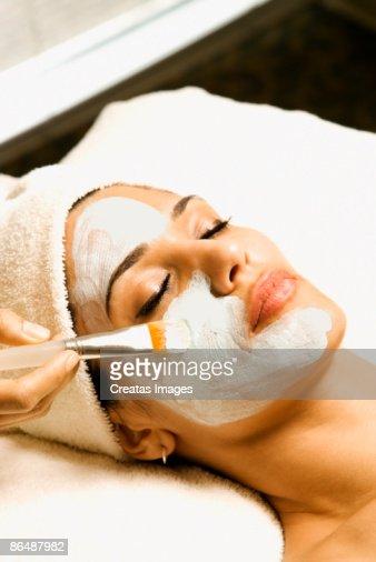 Woman receiving facial treatment at spa : Foto stock