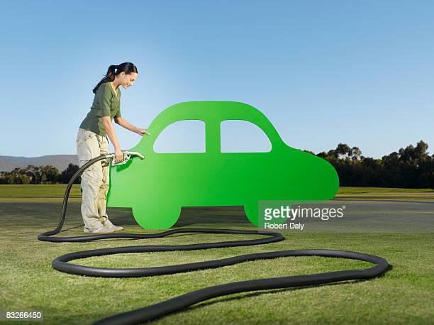 Automóviles mujer echar combustible abertura