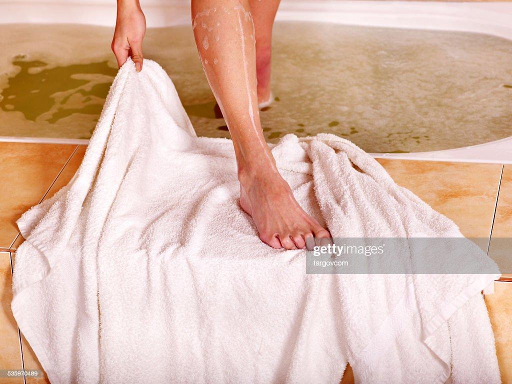 Woman relaxing in bath : Stock Photo