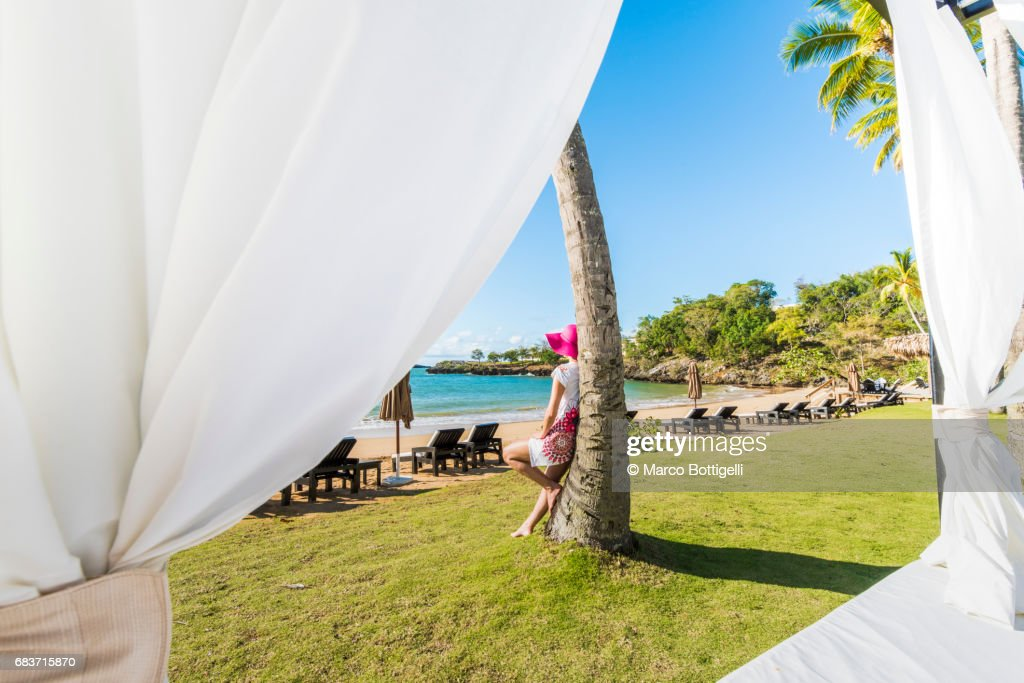 http://media.gettyimages.com/photos/woman-relaxing-leaning-against-a-palm-tree-dominican-republic-picture-id683715870?k=6&m=683715870&s=612x612&w=0&h=uPyCRIuDKNfjyA_vEZD-WeJPEoEKfw5NQUUpnrS43lk=