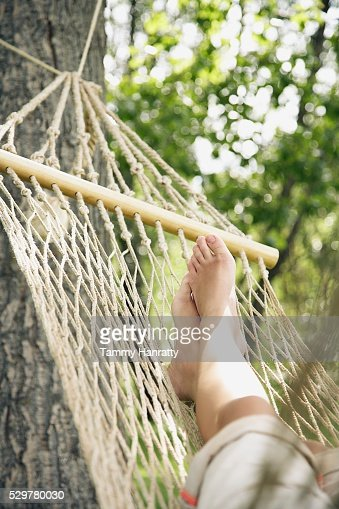 Woman relaxing on hammock : ストックフォト