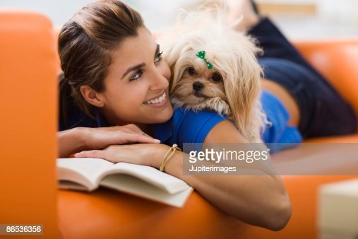 Woman relaxing with a dog : ストックフォト