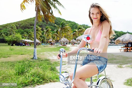Woman riding bicycle : Stock-Foto