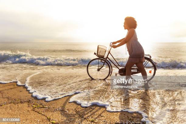 Frau am Strand Reiten
