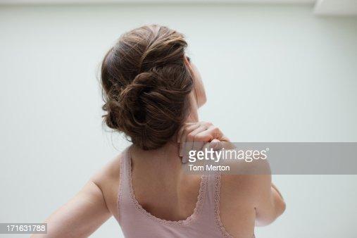 Mulher Esfregar dolorosa Costas : Foto de stock