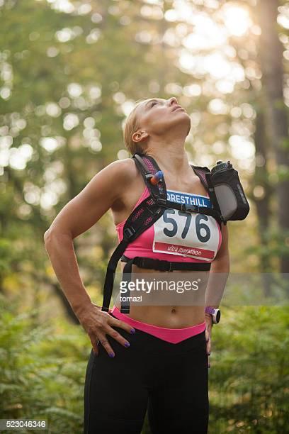 Frau Läufer im Wald