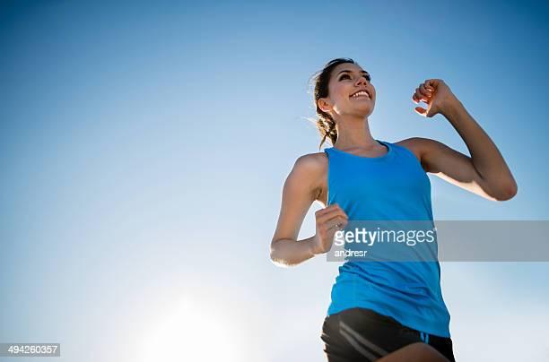 Femme courir en plein air