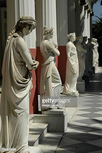Frau-Skulptur