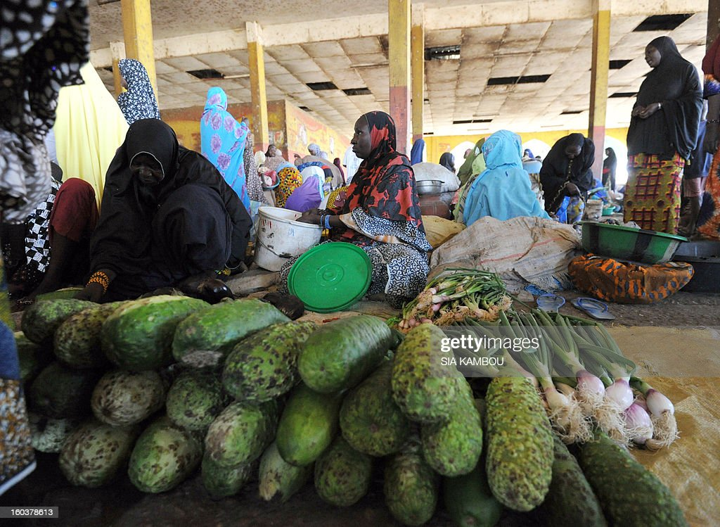 A woman sells vegetables on January 30, 2013 on the market in the northern city of Gao, a key Islamist stronghold until it was retaken on January 26 by French and Malian troops in a major boost to the French-led offensive against the Al Qaeda-linked rebels, who have been holding Mali's vast desert north since last April. French troops on January 30 entered Kidal, the last Islamist bastion in Mali's north after a whirlwind Paris-led offensive, as France urged peace talks to douse ethnic tensions targeting Arabs and Tuaregs. AFP PHOTO/ SIA KAMBOU