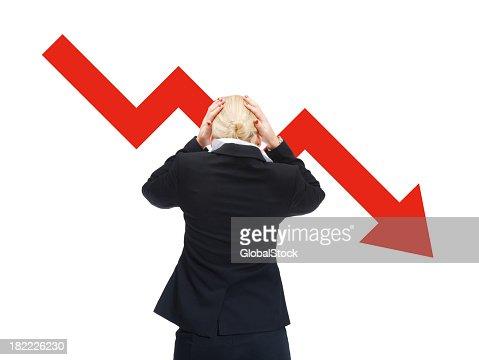 Mulher chocada devido à recessão