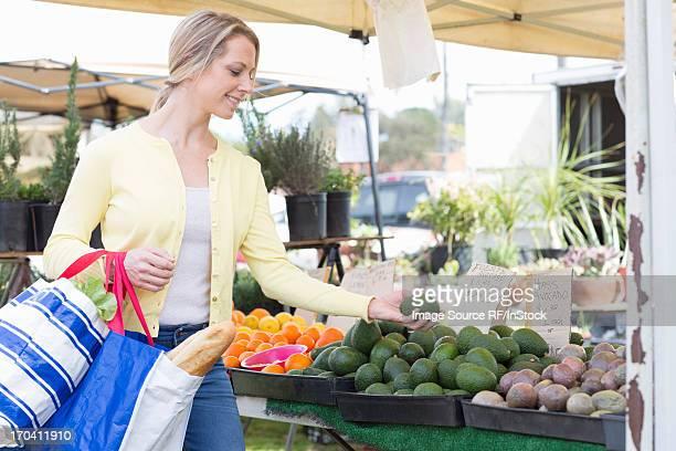 Woman shopping at farmerÕs market
