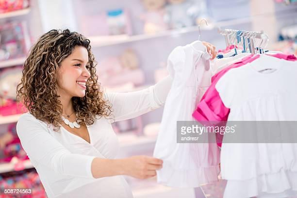 Frau shopping für Ihr baby