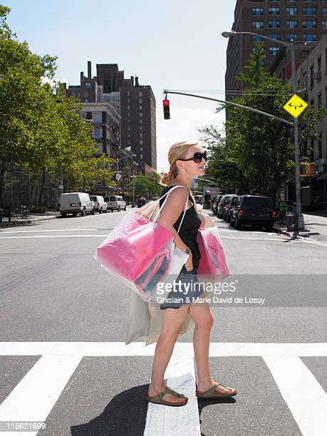 Femme shopping à New-York