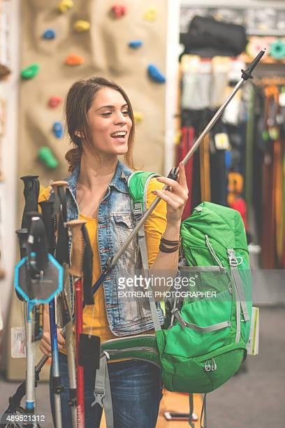 女性屋外での機器のメガショッピングストア