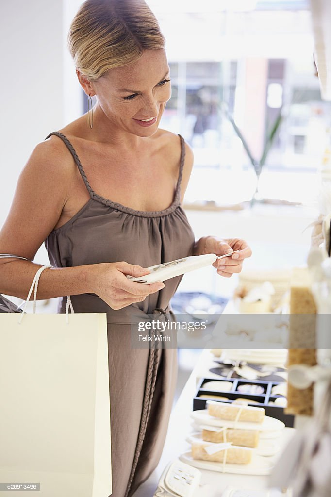 Woman shopping : Stock-Foto