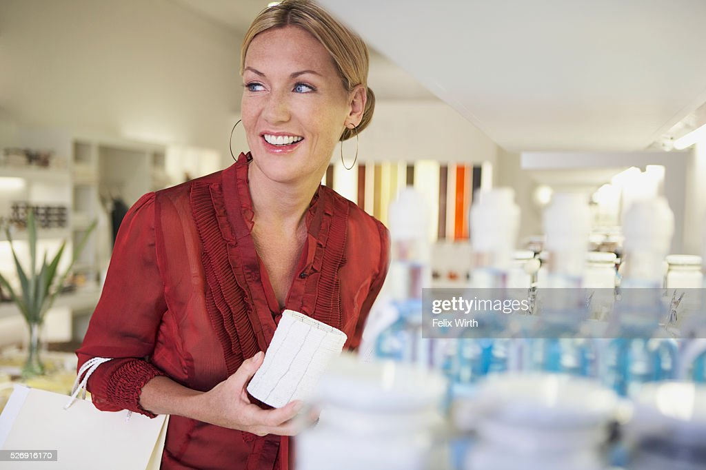 Woman shopping : Stockfoto