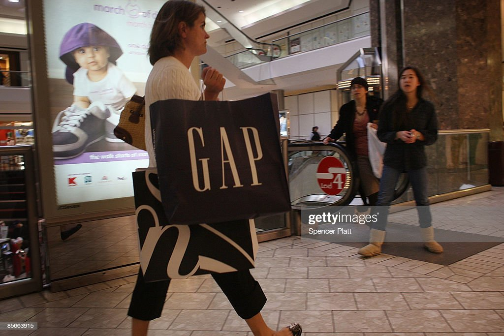 A woman shops in a mall March 27 2009 in Stamford Connecticut A government report released on Friday shows that consumer spending rose slightly for...