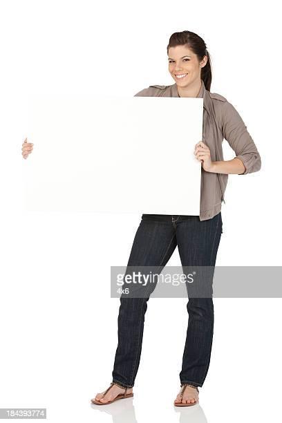 Femme montrant une Pancarte de manifestation