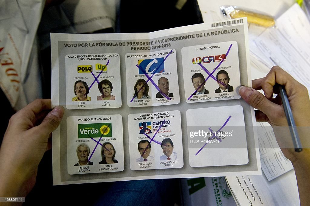 A woman shows an annulling vote at a polling station after presidential elections in Cali, Colombia, on May 25, 2014. Colombians vote Sunday in a presidential election held up as a test for peace talks between the government and Marxist guerrillas to end a half-century-old civil war. AFP PHOTO / LUIS ROBAYO
