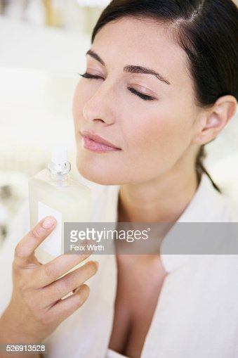 Woman smelling perfume : Stock-Foto