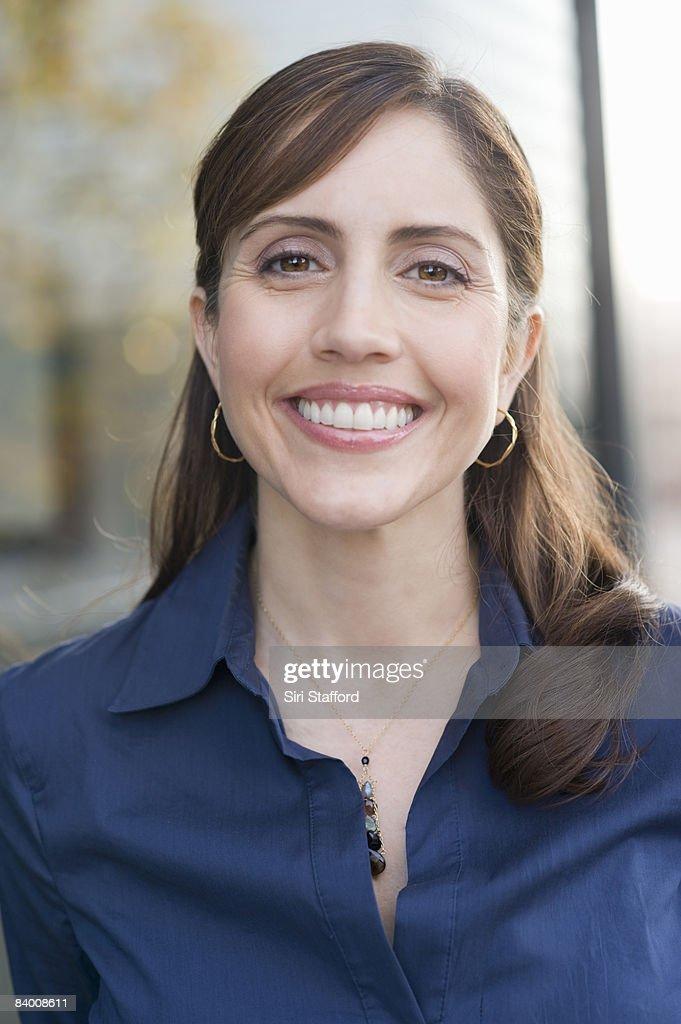 Woman smililing, portrait.