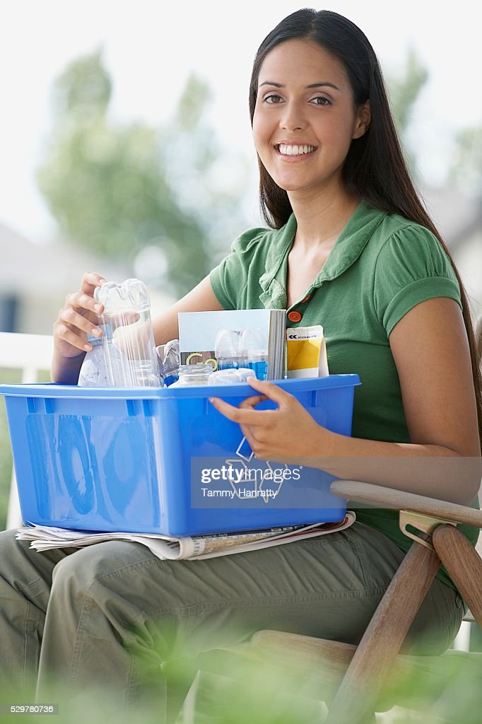 Woman sorting recycling : ストックフォト