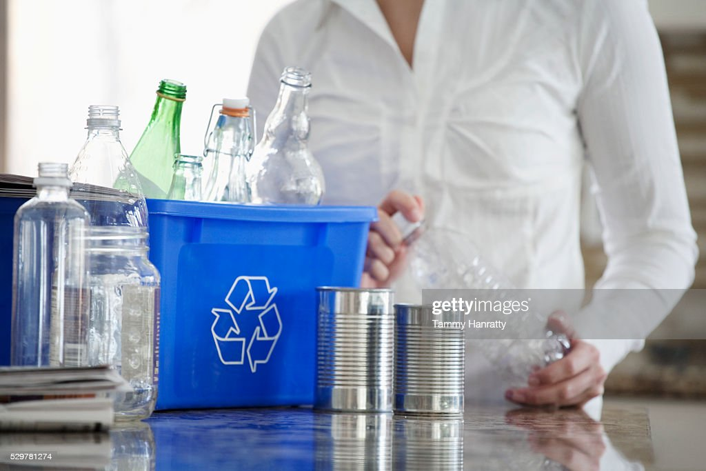 Woman sorting recycling : Stock-Foto