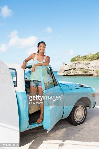 Woman standing in truck and smiling : ストックフォト