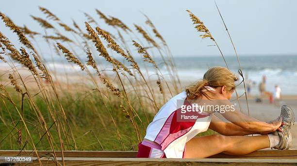 Femme s'étirer avant de jogging