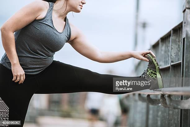 Femme s'étirer avant de courir