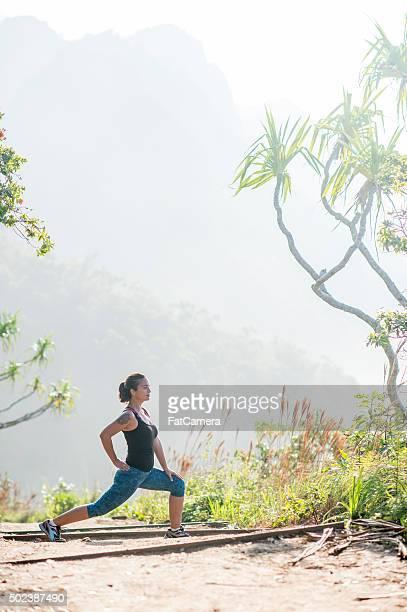 Woman ストレッチでは、ハワイの山々