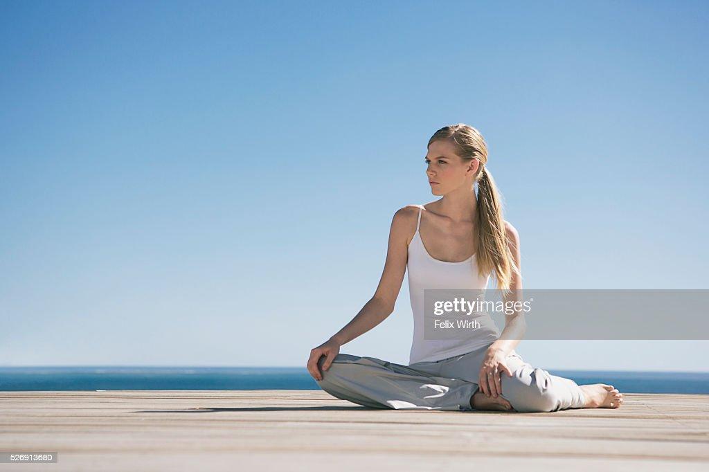 Woman stretching : Stock-Foto