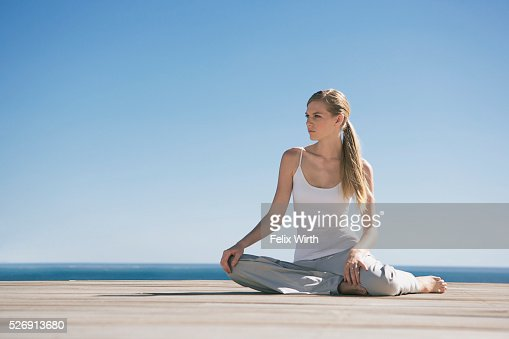 Woman stretching : Stock-Foto