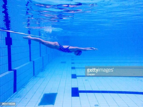 Woman swims like an arrow