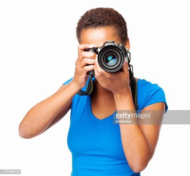 Femme prenant une photo numérique avec un appareil photo reflex à un objectif-isolé