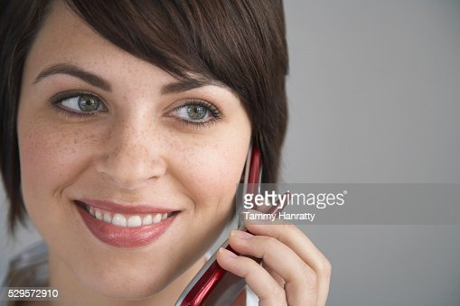 Woman talking on cell phone : Stockfoto