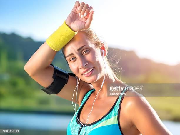 Frau erschöpft nach Jogging