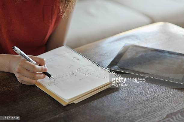 Woman to sketch in the living