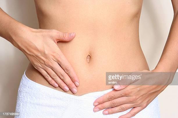 Femme mal de ventre